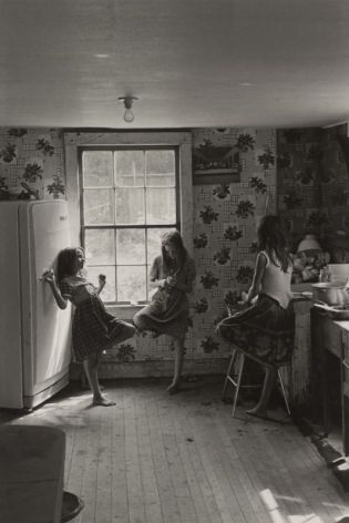 Cornett girls, Kentucky, 1964, (Big Rock, Kentucky), Photographie de William Gedney avec l'accord de la bibliothèque David M. Rubenstein Rare Book & Manuscript Library at Duke University