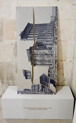 Dune Varela, Toujours le soleil – Rencontres Arles 2017 - Le temple de Bèl, le temps d'avant, 2016. Impression sur pierres brisées