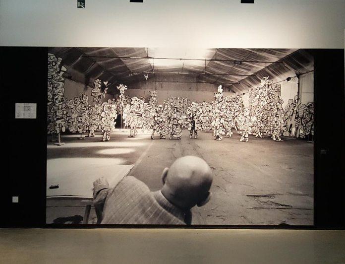 Kurt Wyss, Jean Dubuffet à l'atelier de la Cartoucherie de Vincennes, 1972 - L'outil photographique Rencontres Arles 2017