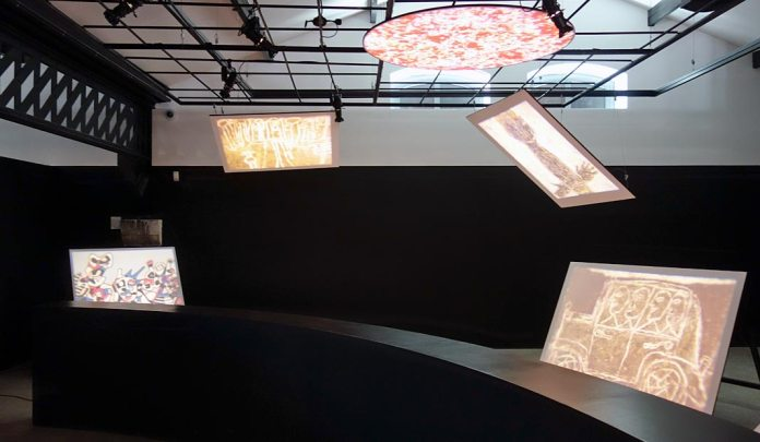 L'outil photographique Rencontres Arles 2017 - Vue de l'exposition - Peintures projetées