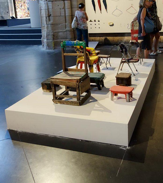 Michael Wolf, La vie dans les villes - Rencontres Arles 2017 - Bastard Chairs» (2001-2016)
