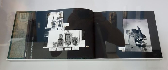 Planches extraites des albums photographiques constitués pour ses recherches sur l'Art Brut - L'outil photographique Rencontres Arles 2017