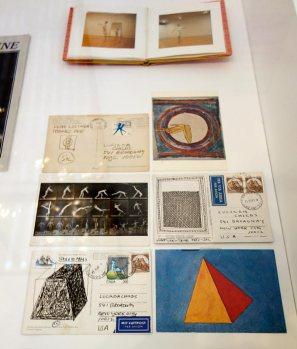 Sol Lewitt, Album photographique et cartes postales envoyées à Lucinda Childs par Sol LeWitt - A different way to move - Minimalismes 02