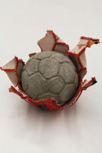 """Khaled Jarrar Concrete 3, 2012. Galerie Polaris Paris - Exposition """"Nous sommes Foot"""" au Mucem - Marseille"""