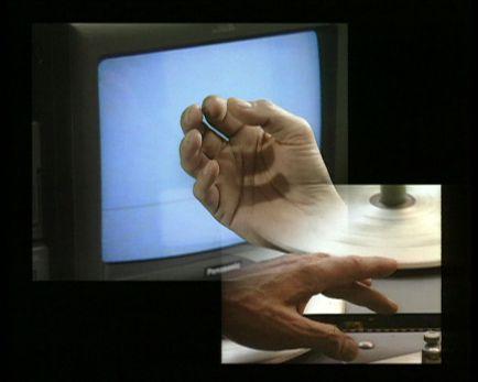 Harun Farocki, Section / Interface.1995 2 vidéos, chacune sur moniteur Durée : 24 minutes 29 secondes Musée Moderne d'art de Villeneuve d'Ascq ; Harun Farocki GbR