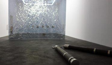 La Tempête au CRAC à Sète - Vue de l'exposition. Philippe Perrin, Nunchaku, 2014 et Ann Veronica Janssens & Michel François, Golden section, 2009.