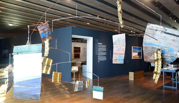 Patrick Guns, Nous sommes 152 Que Dieu nous aide, 2014 - Connectivités au Mucem - La Méditerranée aujourd'hui - Vue de l'exposition