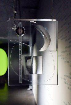 Maxime Rossi - Christmas on Earth Continued au MRAC - Vue de l'exposition - Prisme acoustique