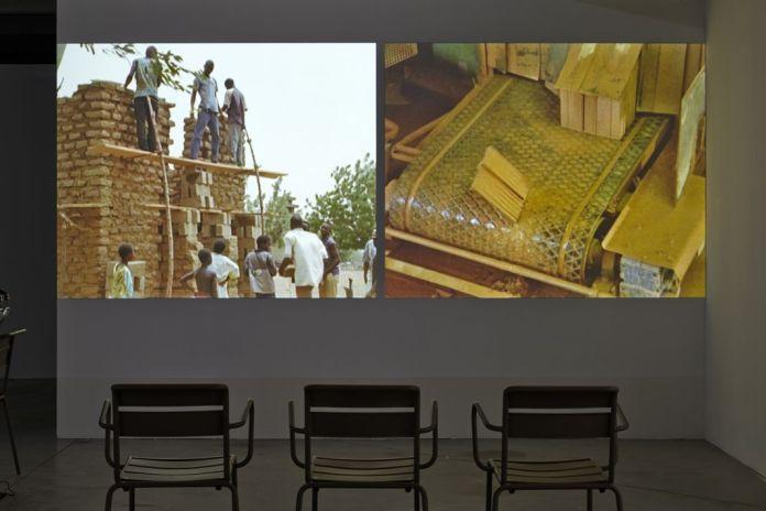Comparison via a Third Comparaison via un tiers, 2007 ®jcLett