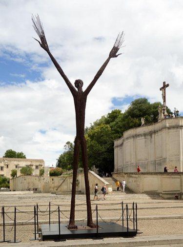 Ndary La prière universelle, 2002. Les Eclaireurs - Parvis du Palais des Papes