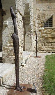 Ndary Lo, Trois femmes sans tête, 2008. Exposition Les Eclaireurs - Cloître Beboît XII - Palis des Papes