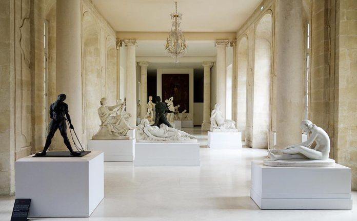 Ousmane Sow, La danseuse aux cheveux courts, 1985 et Le lanceur Zoulou, 1990-1991. Les Eclaireurs - Musée Calvet