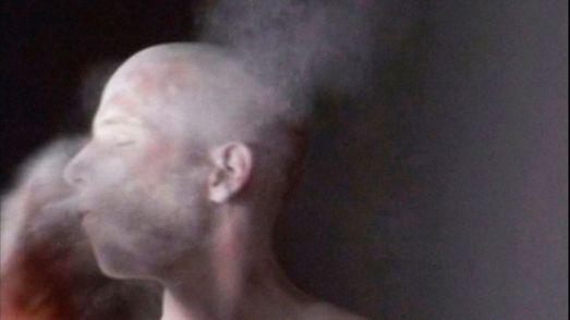 Adam Vačkář, Slap, 2007, video HD, 1'49'' en boucle, édition 5+2 EA. Collection FRAC Occitanie Montpellier. Video still. À la lumière au Frac Occitanie Montpellier