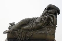 Anonyme, Ariane endormie, XIXe siècle - Djamel Tatah à la Collection Lambert - Vue de l'exposition, salle 2