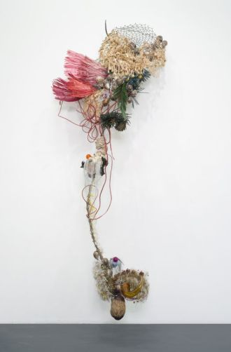 "Rina Banerjee – Returned from the amazons, returned from east, returning to bring beauty of their flowers in jungles sewn, returning with animals from the ""altar of afar"" with samples of people, furnishings, sugar and clove, spicing…- Collection privée, Courtesy de l'artiste et Galerie Nathalie Obadia Paris / Bruxelles. photo ©Tutti image"