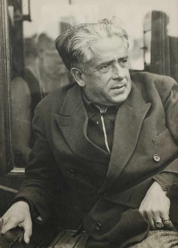 Man Ray, Francis Picabia à Saint-Tropez, vers 1935 Epreuve gélatino-argentique, 11,2 x 8 cm Collection Pierre et Franca Belfond, Paris © ADAGP, Paris 2018