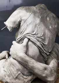 Ugo Schiavi - Le Rapt I, 2018 Ugo Schiavi - Tête de lion, 2018 - «Rudus, Ruderis» à la Double V Gallery – Marseille Photo © Jean-Christophe Lett