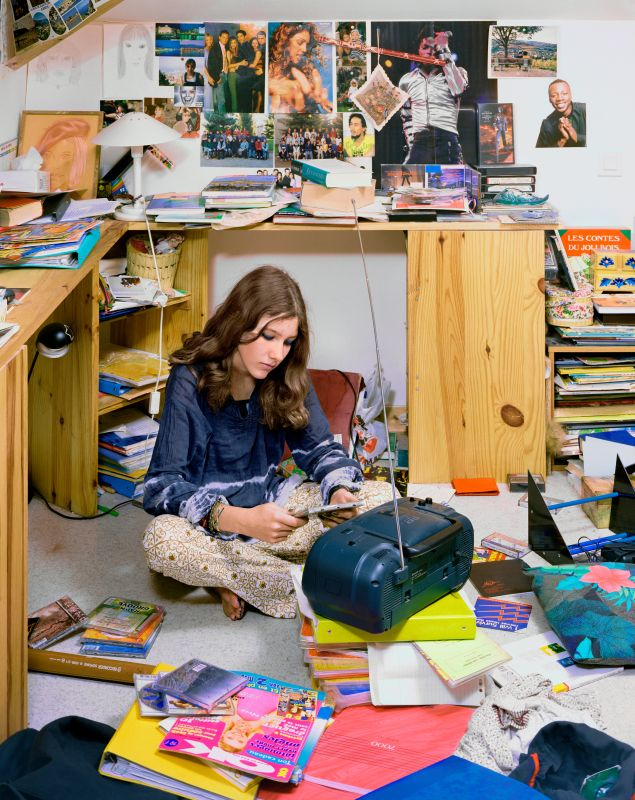 Jeune fille dans sa chambre, série Le plus bel âge, 2000, Centre national des arts plastiques, inv. FNAC 991134 © Véronique Ellena, 2018