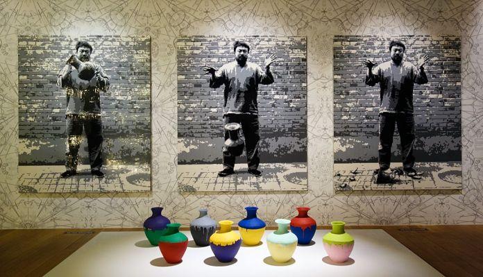 Ai Weiwei, Laisser tomber une urne de la dynastie Han, 2016 et Vases colorés, 2016 – Exposition Fan-Tan au Mucem