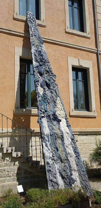 Elena Redaelli, Gutta cavat lapidem 2, 2018 - Exposition Tissage - Tressage à la Villa Datris - Jardin des Pénélopes