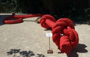 Lilian Bourgeat, Corde à noeuds, 2018 - Exposition Tissage - Tressage à la Villa Datris - Jardin des Pénélopes