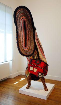 Nick Cave, Soundsuit, 2011 - Exposition Tissage - Tressage à la Villa Datris - Identités textiles