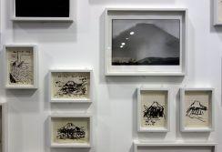 René Burri, Mont Fuji, Japon -Croquis au feutre, 1990 - tirahe argentique, 1970 - Les pyramides imaginaires aux Renconres Arles 2018