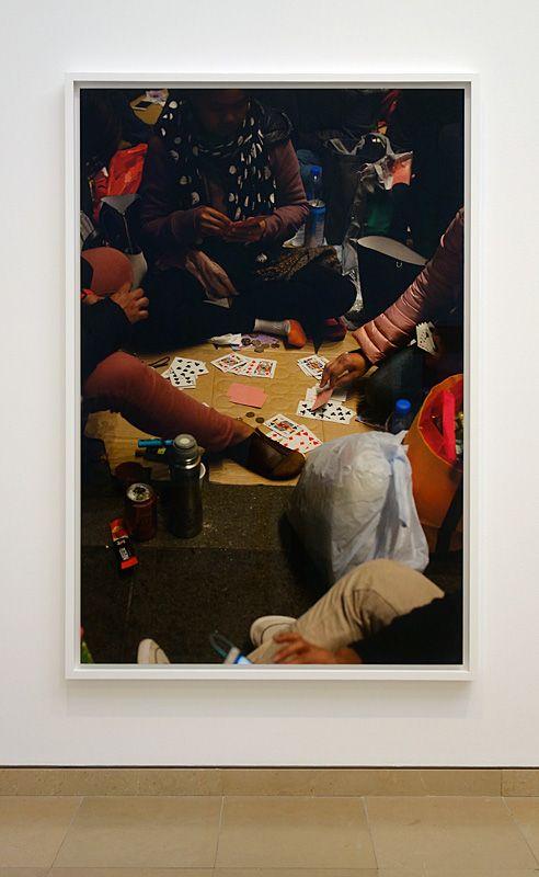 Wolfgang Tillmans, Paying Cards Hong Kong, 2018 - Qu'est-ce qui est différent à Carré d'Art – Nîmes - Vue de l'exposition - Salle 2