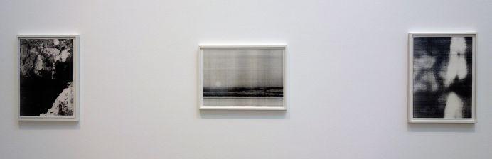 Wolfgang Tillmans, Springer II, Lacanau sunset et Sptinger Approach, 1987 - Qu'est-ce qui est différent à Carré d'Art – Nîmes - Vue de l'exposition - Salle 1