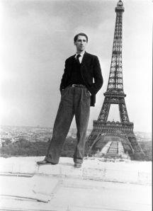 Georges Henri Riviere sur les toits du trocadéro en demolition 1936 © Mucem / Henri Lehmann (D.R.)