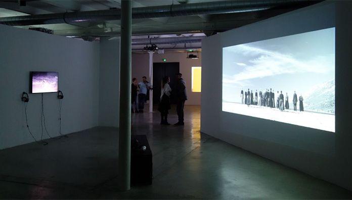 Les Instants Vidéo -Humains de tous les pays, caressez-vous !- Friche de la Belle de Mai - vue de l'exposition