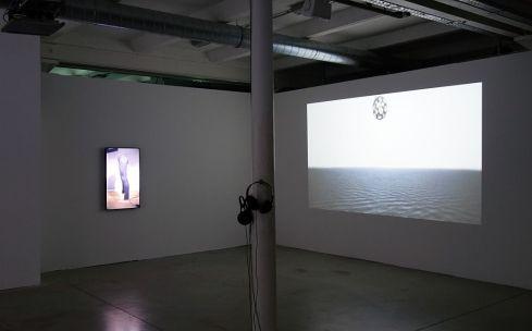 Yefeng Wang - ['penthaus] (2017) - Les Instants Vidéo -Humains de tous les pays, caressez-vous !