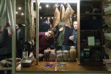 Cookbook 19 - La Panacée - Cozinha Radicante avec Roberto CABOT Rosa Branca, Ynaiê Dawson, Rebecca Lockwood Manioc Usine, 2019 Installation mobile, performances Co-production EPCC.MOCO - Courtesy des artistes © Olivier Cablat