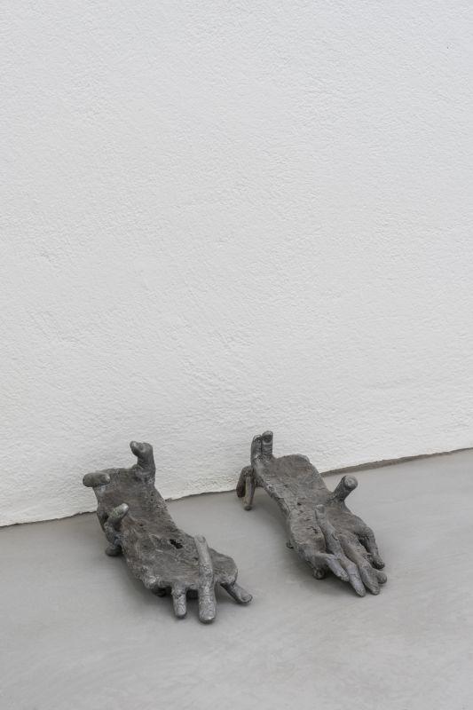 Nils Alix-Tabeling - Melusine: Les Balladeuses, GETA shoes, 2016Tissu, métal, 30 x 30 x 60 cm. Collection privée, Vienne