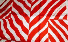 « Foulard simultané » (détail) d'après Sonia Delaunay - Motif « 1929 n°133 », vers 1970 Carré de soie imprimé en une couleur. Motif « 1929 n°133 ». Impression manuelle, éditeur et manufacture inconnus, France, vers 1970. Format : 78 x 77 cm. – à Moderne/s.