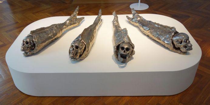 Johan Creten - Nur Ein Fisch, 1992 - Bêtes de scène à la Villa Datris - Cabinets de curiosité
