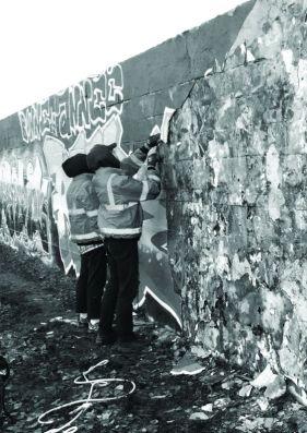 Ugo Schiavi et Thomas Teurlai – Loots - Vue d'un «dépeçage» de mur en cours , Bobigny, 2019