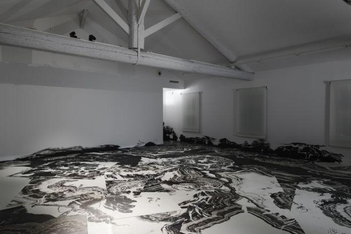 Exposition « Fata Bromosa » Abdelkader Benchamma © Mrac Occitanie, Sérignan, 2019. Photographie Aurélien Mole
