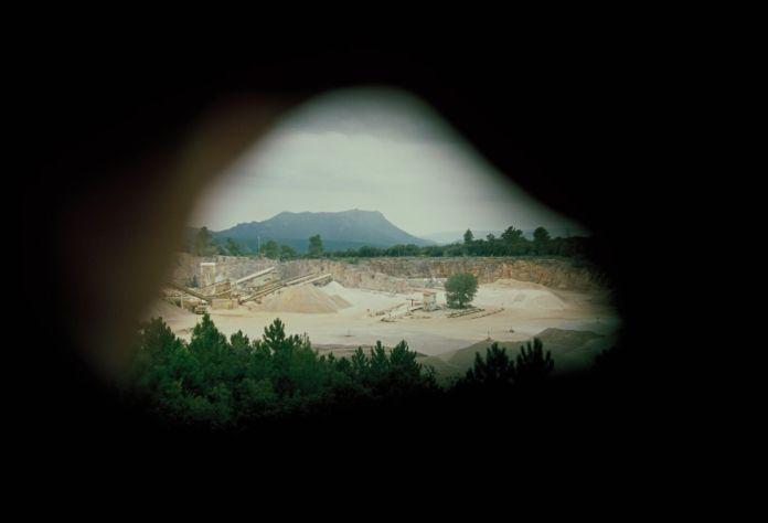 Mathias Poisson, Dans le creux de la main, Carrière, photographies argentiques, 2019 - Courtesy de l'artiste et du Centre d'Art de Châteauvert
