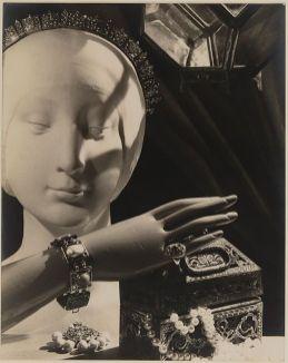 Man Ray - Bijoux Cartier et Sheherazade pour Harper's Bazaar, 1935