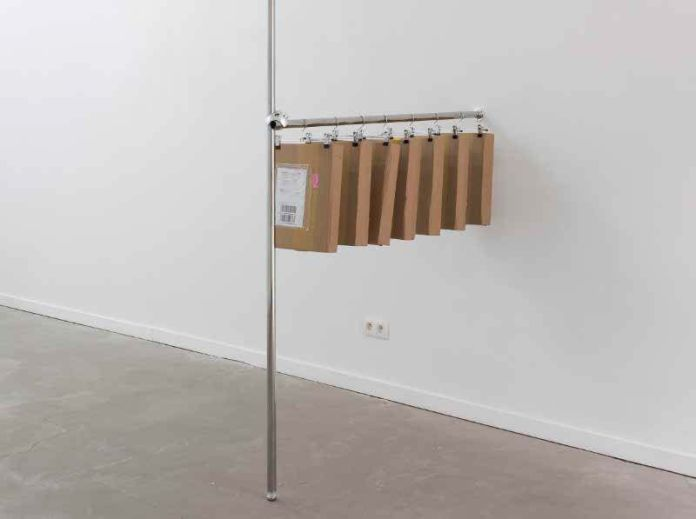 !Mediengruppe Bitnik - OSTL HINE ECSION (Postal Machine Decision Part 1), 2018