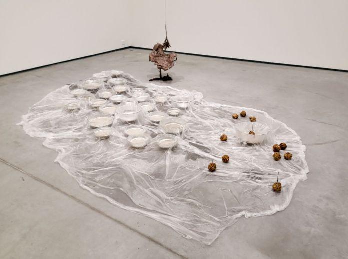 Rochelle Goldberg - Digesting gold, 2018 et Corpse, not an attraction, 2020 - Permafrost - Les formes du désastre au MOCO La Panacée
