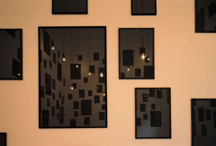 Christian Boltanski, Les Images noires, 1995