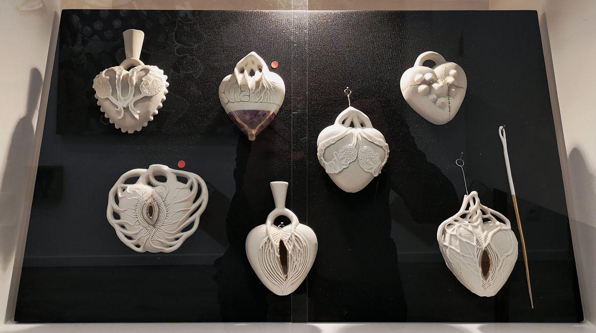 Juli About - Coeurs Ex-Voto, 2019 - NO PROHIBIDA à la N5 galerie - Vue de l'exposition - Photo En revenant de l'expo !