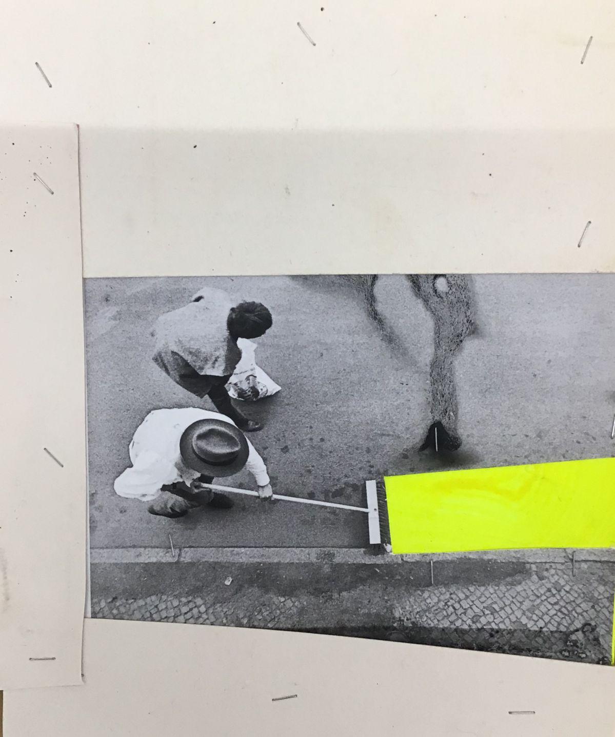 Georges Autard - La forme informe (0194), 2019, découpage peinture agrafes sur photographie Beuys, non signé, encadré, 27,7 x 22 cm