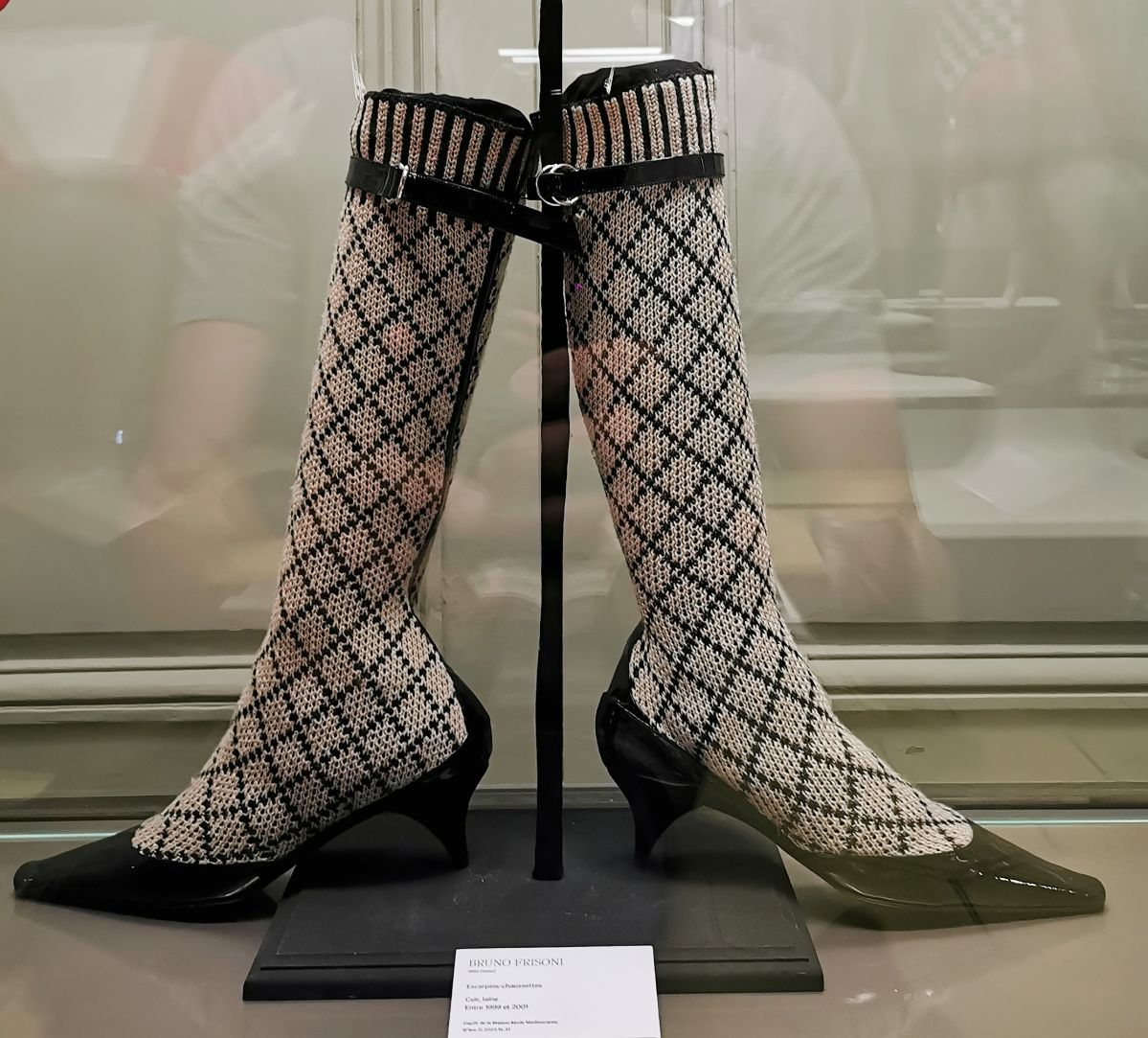 Bruno Frisoni - Escarpins-chaussettes, 1999-2001 - L'héritage surréaliste dans la mode au Château Borély - Grand Salon - Accessoires