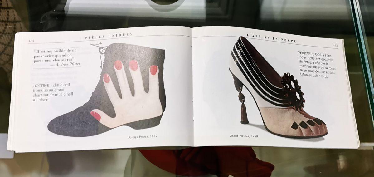Catalogue (Andrea Pfister, 1979 et André Perugia, 1950) - L'héritage surréaliste dans la mode au Château Borély - Grand Salon - Accessoires