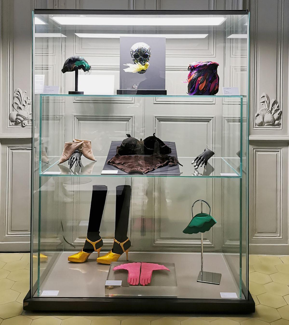 L'héritage surréaliste dans la mode au Château Borély - Grand Salon - Accessoires
