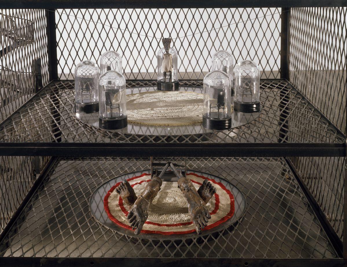 Louise Bourgeois – Maison, 2000 - 00s. Collection Cranford - les années 2000 au MO.CO. Montpellier Acier, verre, miroirs, tissu, perles, bois 170,2 x 144,8 x 89 cm. Crédit photo : Christopher Burke © The Easton Foundation / Adagp, Paris 2020