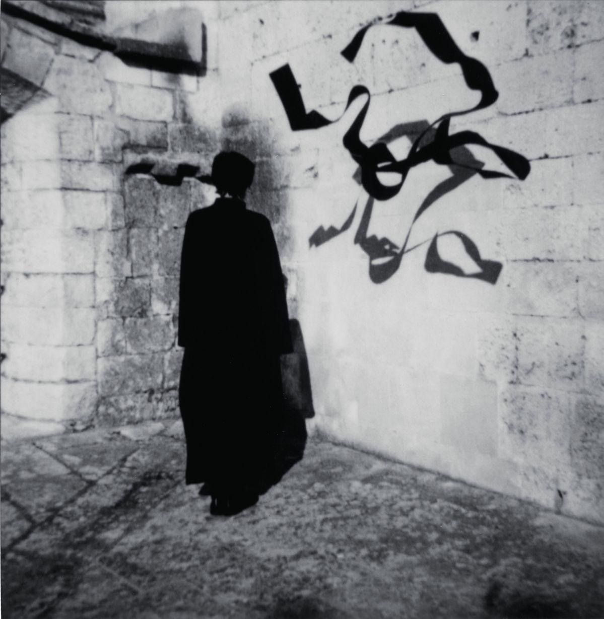 Corinne Mercadier - La Suite d'Arles (série). Cloître Saint-Trophime I Arles, 2003. Tirage sur papier baryté. 105 x 102,5 cm